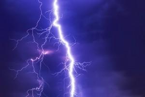 В Челябинской области женщина погибла от удара молнии в золотую цепочку