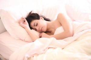 Россиянам рассказали о норме сна
