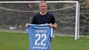 Александр прибыл в расположение самарской команды и начал подготовку к матчу с ЦСКА вместе с новыми партнерами. Александр Анюков будет внесен в нашу заявку на сезон под номером 22.