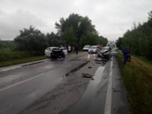 71-летний водитель автомобиля Калина оказался зажатым в салоне своего автомобиля.