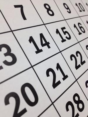 Из-за того, что в этом году 30 и 31 декабря выпадают на рабочие понедельник и вторник, новогодние каникулы продлятся с 1 по 8 января.