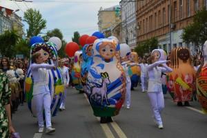 Тысячи жителей и гостей города на улице Куйбышева снова оказались в атмосфере футбольного праздника.