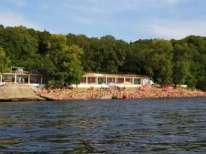 Спасатели ПСП «КАТЭК» обнаружили тело погибшего мужчины в 12 метрах от берега на глубине 2,5 метра.