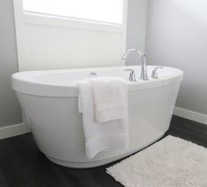 Россияне предпочитают принимать душ, но в квартирах ставят ванны