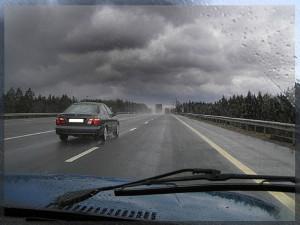Из-за дождей самарских водителей просят быть осторожными