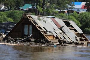 По словам губернатора, в настоящее время ведется работа, результатом которой должно стать исключение подтопленной территории города Тулуна из зоны заселения.