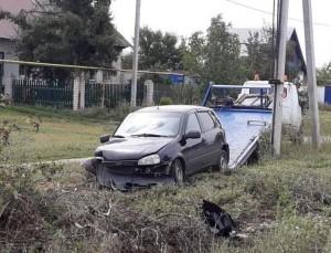 В Чапаевске автомобиль съехал в кювет, пострадали взрослый и подросток