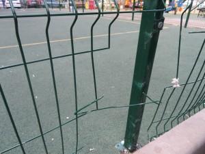 Благодаря усилиям самарских активистов ОНФ отремонтировали опасное ограждение спортивной площадки