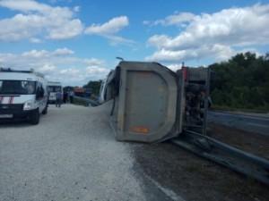 На трассе Самара-Волгоград перевернулся грузовик со щебнем