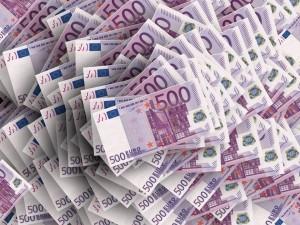 Требования группы потомков французских вкладчиков о выплате по российскими дореволюционным облигациям абсолютно неактуальны, считают российские эксперты и политики.