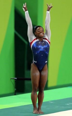 По общему числу медалей на чемпионатах мира американка делит первое место с россиянкой Светланой Хоркиной (по 20).