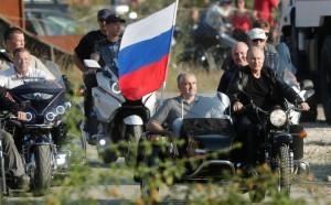 Путин приехал в субботу на организованное мотоклубом