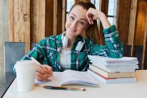 У учащегося, который решил после 9-го класса получить среднее профессиональное образование, останется право сдавать ЕГЭ, оно законодательно закреплено.