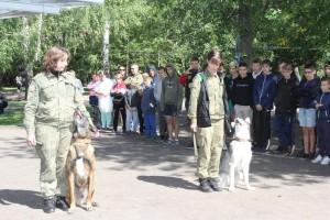 Самые бурные эмоции вызвали показательные выступления служебных собак.