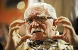 У 83-летнего артиста обострилось хроническое заболевание. Подробности о его самочувствии уточняются.