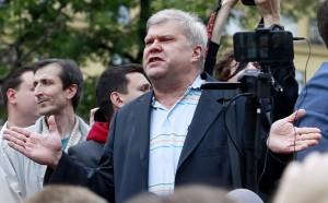 13 августа Мосгорсуд удовлетворил исковое заявление Митрохина и отменил решение окружной избирательной комиссии об отказе в регистрации в качестве кандидата.