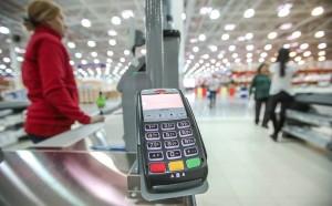 Это позволяет жителям регионов иметь свободный доступ к наличным средствам даже там, где нет поблизости банкоматов.