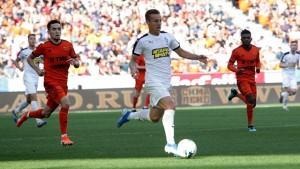 Александр Соболев с пятью голами в шести матчах вышел вперёд в гонке бомбардиров, обойдя Артёма Дзюбу (