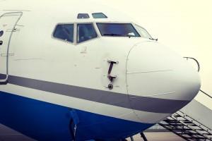 Как это принято в авиации при встрече нового рейса, пожарные автомобили сделали водную арку для приземлившегося самолёта.