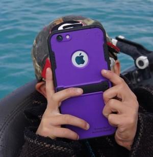 Минпросвещения посоветовало ограничить использование телефонов в школах