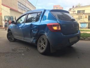 В Самаре в ДТП пострадали 2 пассажира автомобиля Рено Сандеро