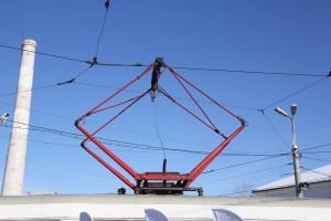 В центре Самары трамвай №16 вырвал с корнем столб