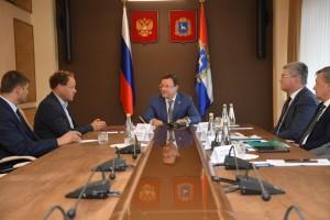 Дмитрий Азаров и генеральный директор ООО «ЭкоНива-АПК Холдинг» Штефан Дюрр подписали соглашение о сотрудничестве холдинга и Правительства региона.