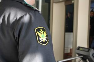 В суд Тольятти силой пыталась проникнуть группа лиц