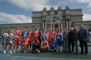 Воспитанник куйбышевского баскетбола, лучший баскетболист России 2001 года Сергей Чикалкин поделился впечатлениями о матче и турнире в целом.