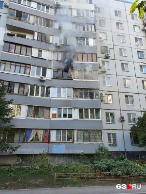 В Самаре тушили пожар в квартире на улице Советской