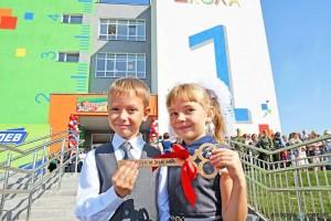 Уже завтра в школах, вузах и ссузах Самарской области прозвенит первый звонок. Плодотворного учебного года землякам пожелал губернатор Дмитрий Азаров.