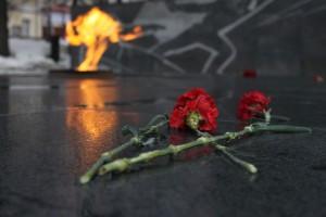 Вечный огонь при участии российской делегации зажгли у памятника