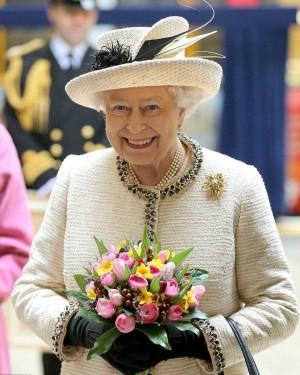 Всё потому, что в Шотландии американцы умудрились поинтересоваться у королевы, местная она или нет.