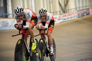 В дисциплине Мэдисон - одном из видов командных велотрековых гонок на выносливость.