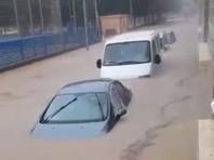 Сильные дожди с ветром привели в пятницу к приостановке работы аэропортов в Испании, наводнениям, перекрытиям дорог и перебоям в движении поездов.
