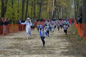 Программу забегов открывал детский забег, все участники которого на финише получили подарки.