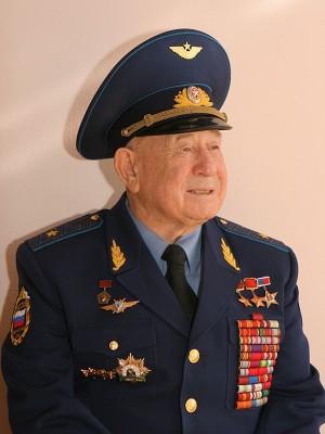 В 1960 году его зачислили в первый отряд советских космонавтов.