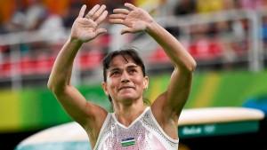 Первые золотые медали женщина заработала, будучи ещё членом сборной под флагом с серпом и молотом.