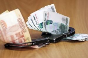 Он получил через двух посредников от представителя коммерческой организации 3 миллионов рублей (от предполагаемой в 4 миллиона рублей) за незаконные действия в пользу организации.