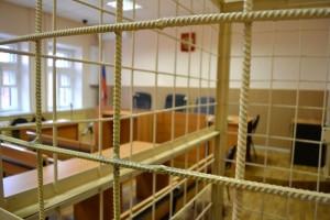 Шилов, находясь в клетке, оказался в окружении журналистов, однако на их вопросы отвечать отказался. Шмелёв и вовсе спрятал своё лицо.