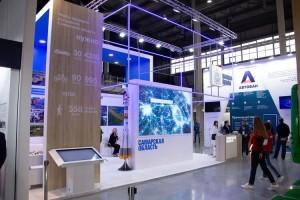В крупнейшем событии дорожной отрасли в этом году принимают участие 250 компаний из 50 российских регионов, а также из Китая, Швейцарии и Чехии.