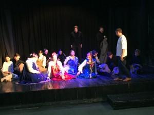 В постановке принимают участие студенты театрального факультета СГИКа, режиссер постановки - Александр Мальцев.