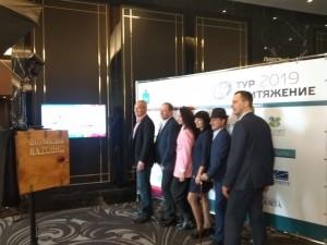 Программой предусмотрено проведение бизнес-сессий, тренингов от федеральных экспертов, обмен опытом создания и продвижения межрегиональных и межмуниципальных туристических продуктов.