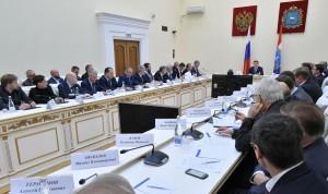 На совещании обсуждают концепцию формирования исторического поселения и генплан Самары, застройки прилегающей территории к ДКИТ в Тольятти, а также- документы транспортного планирования.