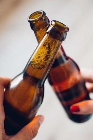 Продажа пива на футбольных матчах не повредит безопасности зрителей, решило правительство и согласилось с предложением депутатов разрешить продавать пиво на стадионах. Но только во время футбольных матчей.