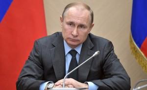 Кроме того, Владимир Путин посмертно наградил Дмитрия Новосёлова из города Копейска Челябинской области. Мальчик также пожертвовал жизнью, чтобы спасти других детей.