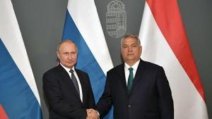 Владимир Путин заявил, что взаимодействие двух стран сейчас развивается успешно, и подтверждение тому - уровень экономических отношений.