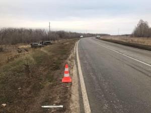 В Нефтегорском районе автомобиль перевернулся в кювет