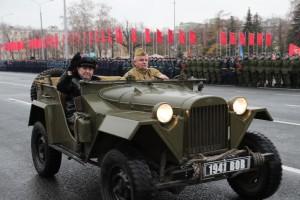 Главный герой сегодняшнего Парада – участник исторического парада 7 ноября 1941 года, Герой Советского Союза Владимир Иванович Чудайкин.