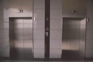 На 2019 год в Самарском областном бюджете предусмотрены 100 млн рублей на замену 44 лифтов
